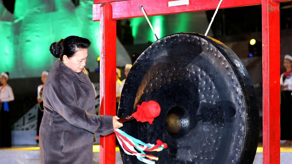 Chủ tịch Quốc hội Nguyễn Thị Kim Ngân dự Lễ khai mạc Tuần Văn hóa, Du lịch tỉnh Hòa Bình 2019